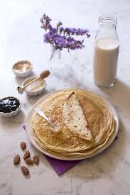 cuisiner des crepes pâte à crêpes au lait d amandes sans lactose recettes de cuisine