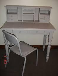 repeindre un bureau en bois bureau en bois gris avec chaise atelier darblay le meuble d à côté