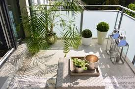 balkon accessoires kleinen balkon gestalten ideen zur verschönerung bauen de
