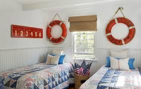 deco chambre bord de mer decoration déco bord mer chambre enfant bouées sauvetage rouges