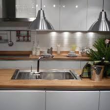 cuisine plan travail bois plan de travail bois cuisine amnagement cuisine blanche et