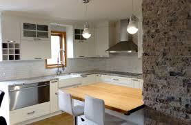 cuisine du comptoir cuisine polyester comptoir quartz et bois massif ilot