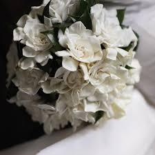 gardenia bouquet this diy cascading bouquet is every retro s martha