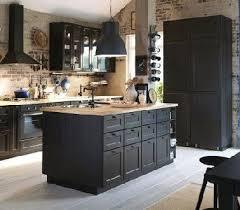 ilot ikea cuisine cuisine avec ilot ikea et murs en brique house kitchens and