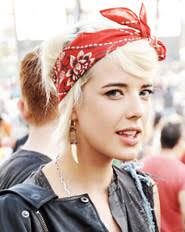 how to wear a bandana with short hair bandanas the easy edgy look of the 90s