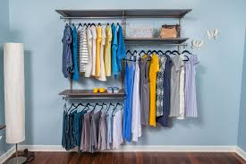 how to create a capsule wardrobe organized living