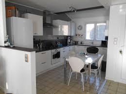 cuisines blanches et grises cuisine blanche mur vert