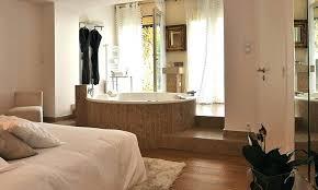 chambre avec baignoire chambre baignoire une chambre dhotel avec grande baignoire chambre