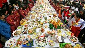 table full of food what the chinese think of german food lifestyle dw 29 08 2017