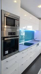taille moyenne cuisine photo d appartement de taille moyenne de cuisine dans des couleurs