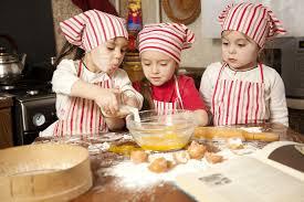 atelier enfant cuisine atelier pâtisserie pour l anniversaire de votre enfant ça va jazz