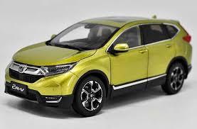 diecast honda crv 1 18 scale yellow 2017 diecast honda cr v model nb1t971