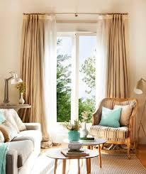 salón con un sofá una butaca tipo bergère y dos mesitas de centro