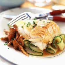cuisiner des filets de cabillaud filet de cabillaud aux girolles et courgettes recette filet de