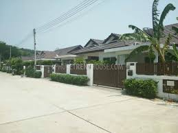 tal12476 2 bedroom house with communal pool near pia