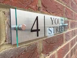 plaque numero rue maison moderne signe plaque porte numéro nom de rue en verre