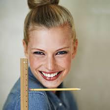 Kurze Haare Frauen by Kurzhaarfrisuren Frauen Mit Lineal Und Bleistift Kannst Du