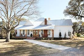 Texas Farm House Plans Farmhouse In Texas By Magnolia Homes Magnolia Hgtv And White Paints