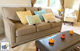 Accent Pillows For Sofa Styling A Sofa With Throw Pillows