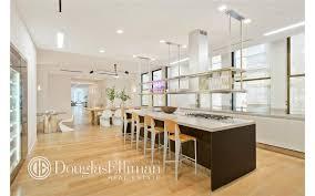 Arclinea Kitchen Report Jennifer Lopez Buying 22 25 Million Penthouse Zillow