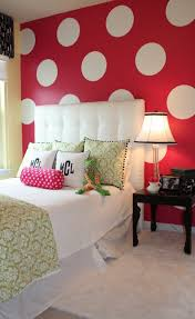 bedroom red wall with white circle white bed with pink