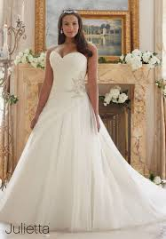 wedding dresses uk only wedding ideas wedding dresses for curvy women opiumsymphony