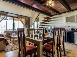 chambre avec bain a remous appartement de deux chambres avec mezzanine et un bain à remous