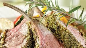cuisiner un carré d agneau carré d agneau en croûte de romarin recettes cuisine et