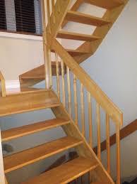 escalier peint 2 couleurs décapage teinture et vernis d u0027escalier