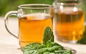 Teh Mint minum teh hijau dan teh mint saat sarapan untuk tingkatkan kekebalan