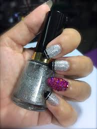 silver glitter nails with black tip pop of pink glitter nail