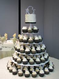 wedding cake cupcakes wedding cake with cupcake ideas i want something like this in