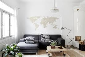 deco avec canapé gris un salon gris sobre industriel et déco avec ladaire
