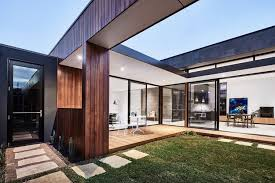 home courtyard the courtyard house auhaus architecture archdaily