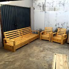 Patio Pallet Furniture by Repurposed Pallet Furniture Set 101 Pallets