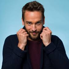 tom mison 2017 haircut beard eyes weight measurements