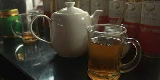 Teh Mint menikmati aroma mint dalam segelas teh hijau kompas