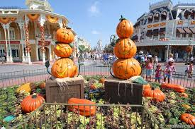 photos magic kingdom u0027s 2013 halloween decorations