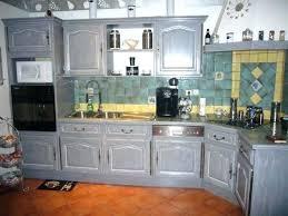 cuisine rustique repeinte en gris cuisine cagnarde grise touches de moderne dans cette cuisine