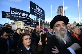 Labour S Anti Semitism Row Explained Itv Hundreds Of Protest Outside Parliament Against Antisemitism