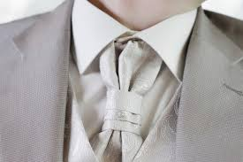 lavalli re mariage choisir entre cravate ou nœud papillon pour votre tenue de marié