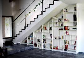 Placard Sous Escalier Avec Tablettes Rangement Sous Escalier Et Idées D Aménagement Alternatif