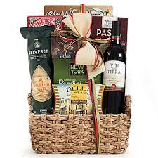 picnic gift basket choose a picnic gift basket with food or wine for your loved ones