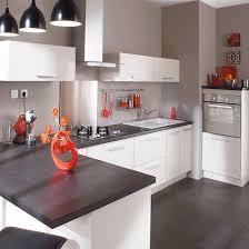 deco cuisine blanche et grise cuisine blanche simple et chic les plus le plan de travail