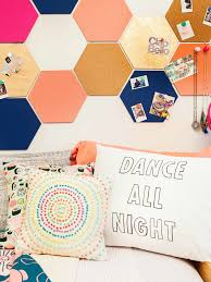 preety accessory with small hexagonal wallpaper on large pure