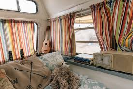 rv profile jess ary and her two cats living in a 1980 20