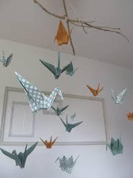 origami chambre bébé mobile en origami avec 16 oiseaux couleur bleu turquoise à points