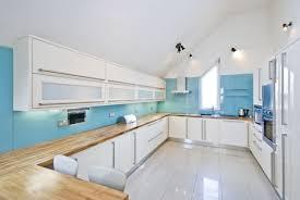 cuisine bleu ciel design interieur peinture cuisine bleu ciel plan travail bois