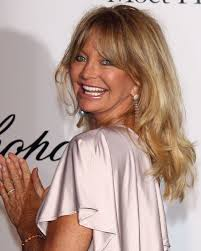 layered hairstyles for year old woman o goldie hawn facebook