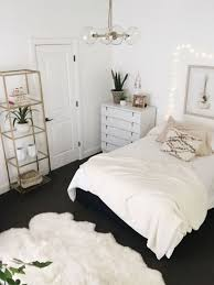 White Bedrooms Pinterest by Bedroom Decor Pinterest Best 25 Bedroom Decorating Ideas Ideas On